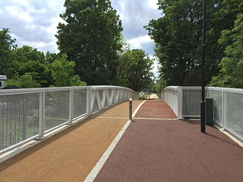 Lea Bridge Road cycle bridge_2